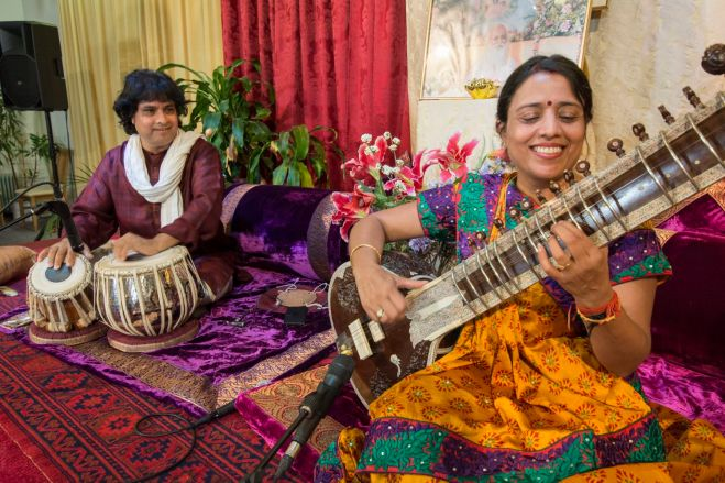 Reshma Shrivastava sitar, and Sandip Bhattacharya, tabla. All photos: Burkhard Meißner, MERU